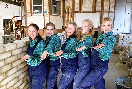 Mädels auf der Baustelle
