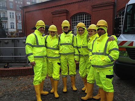 Gruppenfoto vor dem Kanaleinstieg