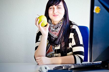 Isabelle mit Apfel
