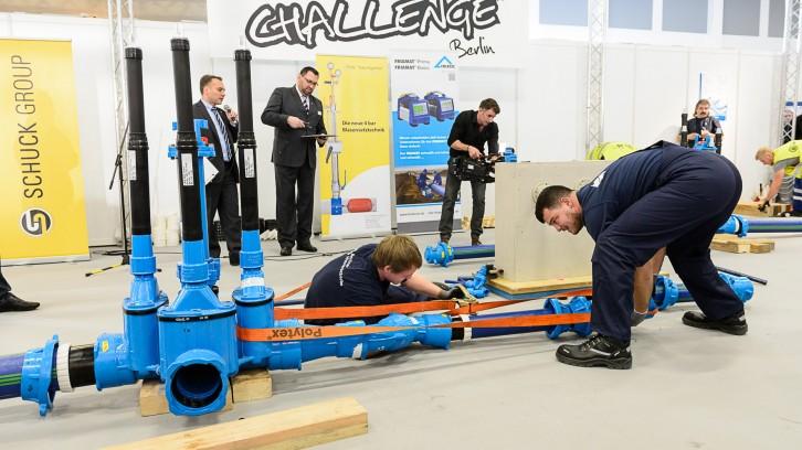 Anlagenmechaniker bei der Rohrleitungsbau-Challenge